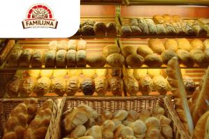 Работник в пекарню на производство хлеба